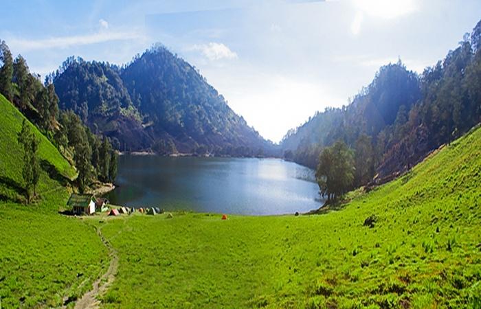 Ranu Kumbolo, danaunya para pendaki. Gambar by agentwisatabromo.com
