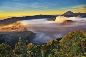 Bukit Mentigen Gunung Bromo,Tempat Melihat Sunrise Di Bromo