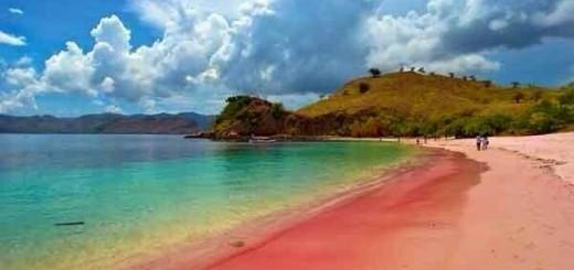 Pantai Merah Di Pulau Tanah Merah Banyuwangi