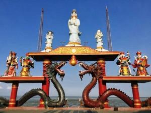 Berwisata Di Klenteng Sanggar Agung Surabaya