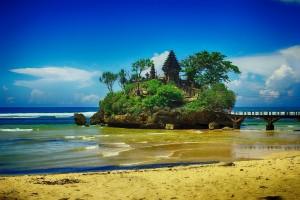 Pesona Indah Di Pantai Balekambang Malang Jawa Timur