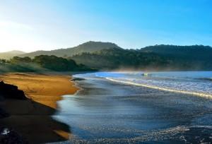 Pesona Wisata Pantai Bandealit Jember
