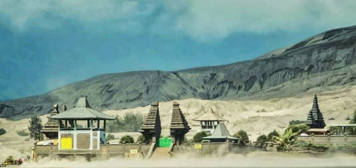 Pura Luhur Poten, Keindahan Tersendiri di Gunung Bromo